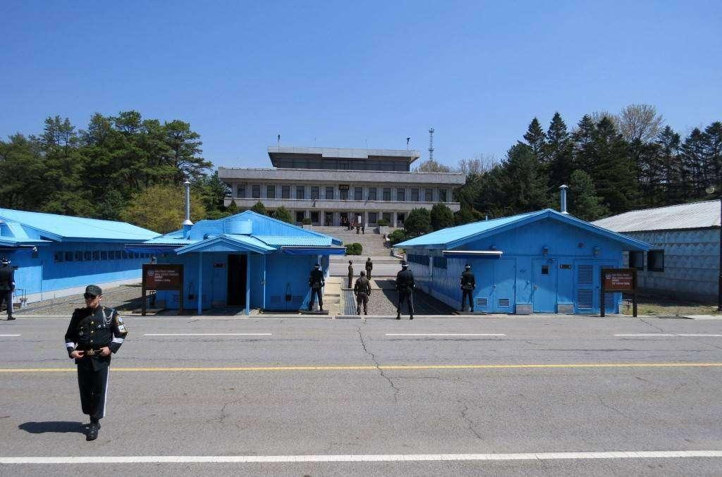 North & South Korea guards