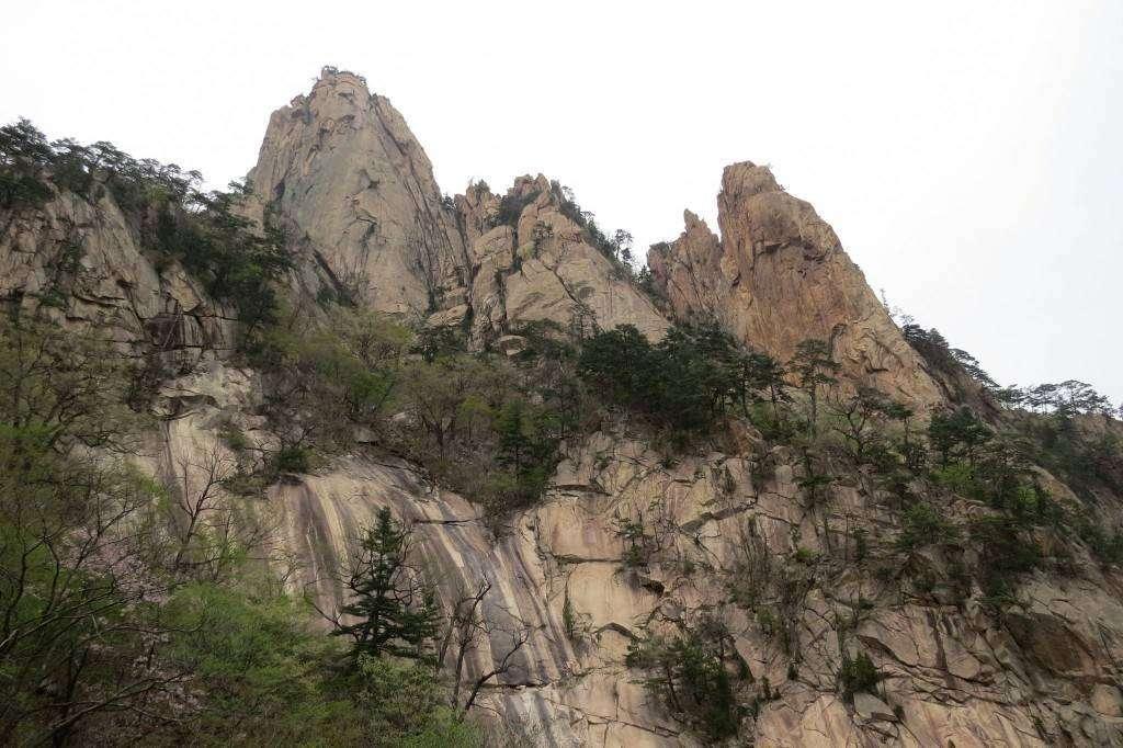 Walk to Biseondae Rock