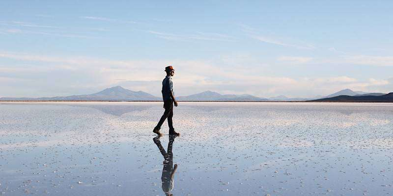 Bolivia-salar-de-uyuni-walking-tyson-wheatley