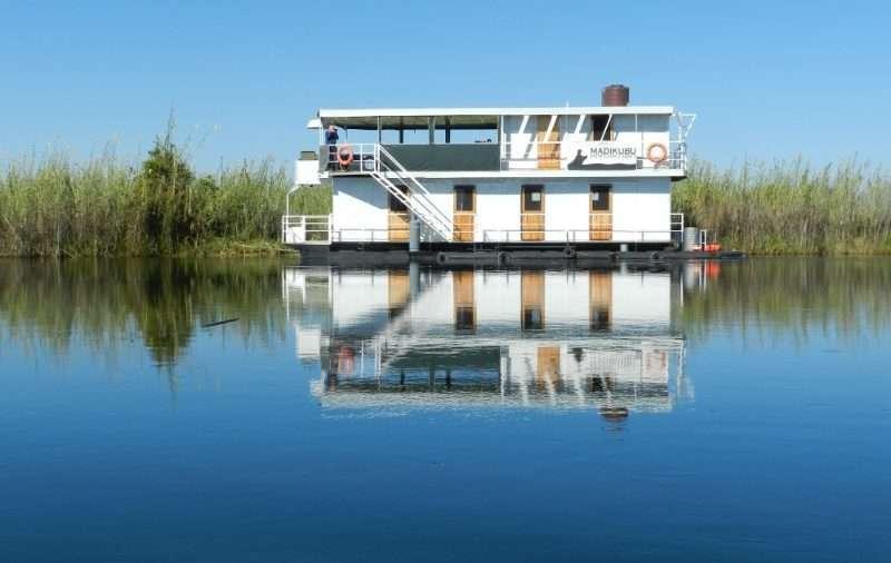 Houseboat Botswana