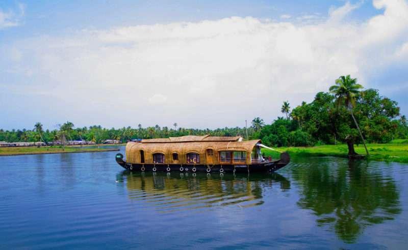 Houseboat, India
